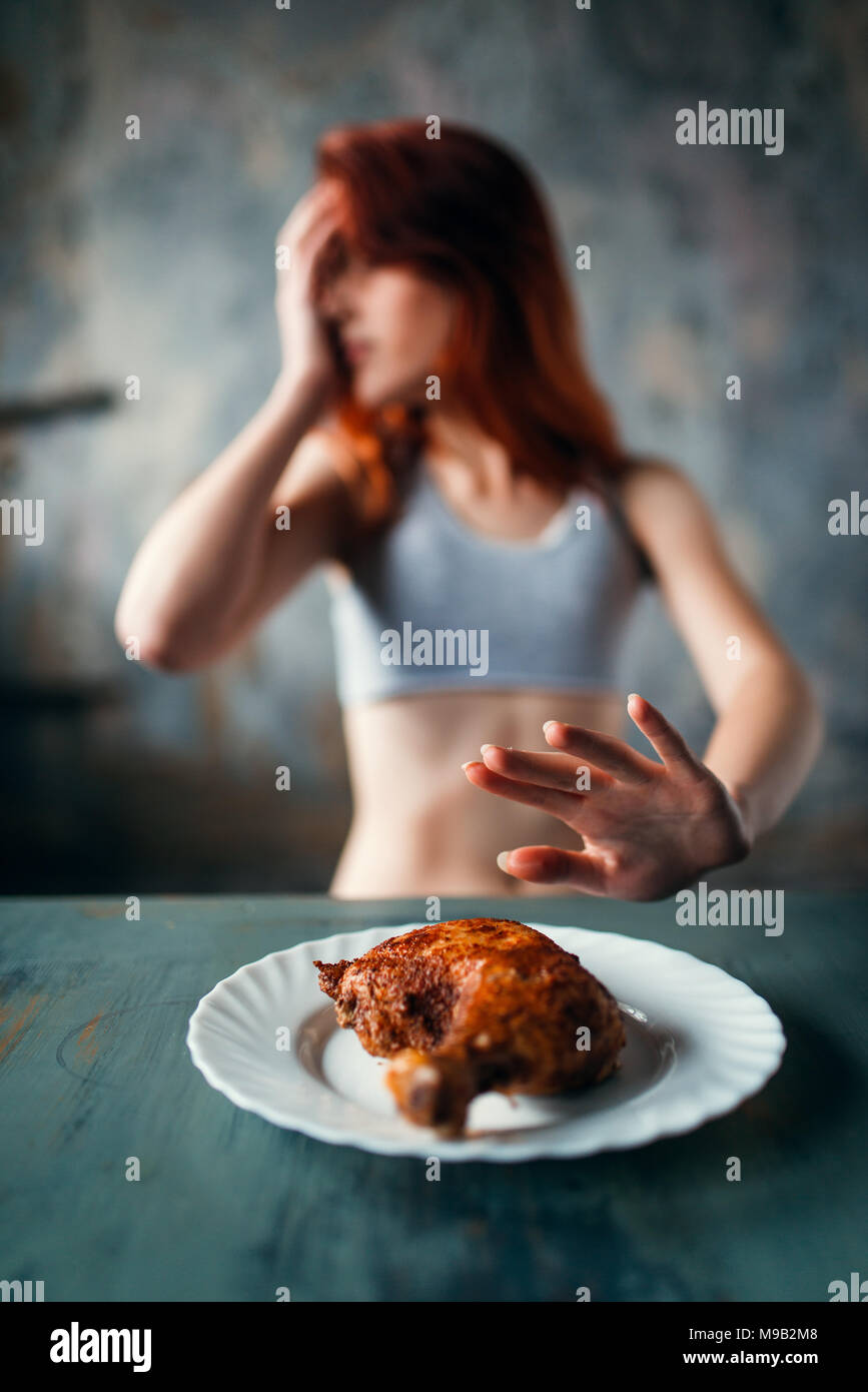 Skinny donna rifiuta di mangiare, anoressia Immagini Stock