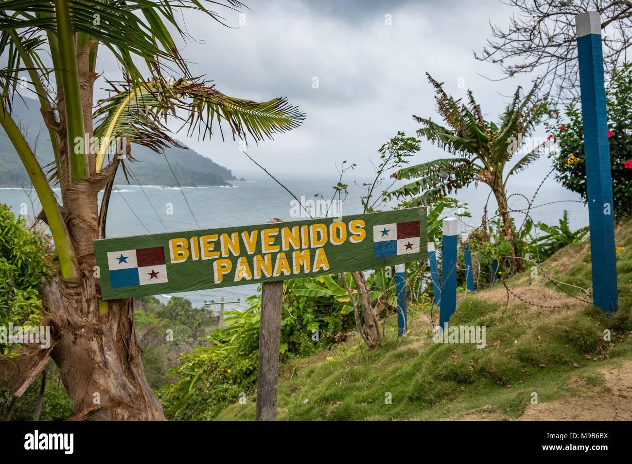 Confine tra Panama e la Colombia - Bienvenidos Panama (benvenuto Panam) segno - Immagini Stock