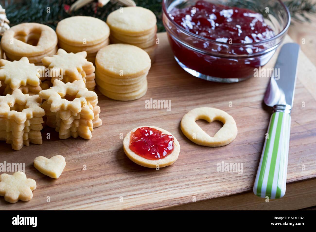 Biscotti Di Natale Con Marmellata.Preparazione Della Tradizionale Linzer Biscotti Di Natale
