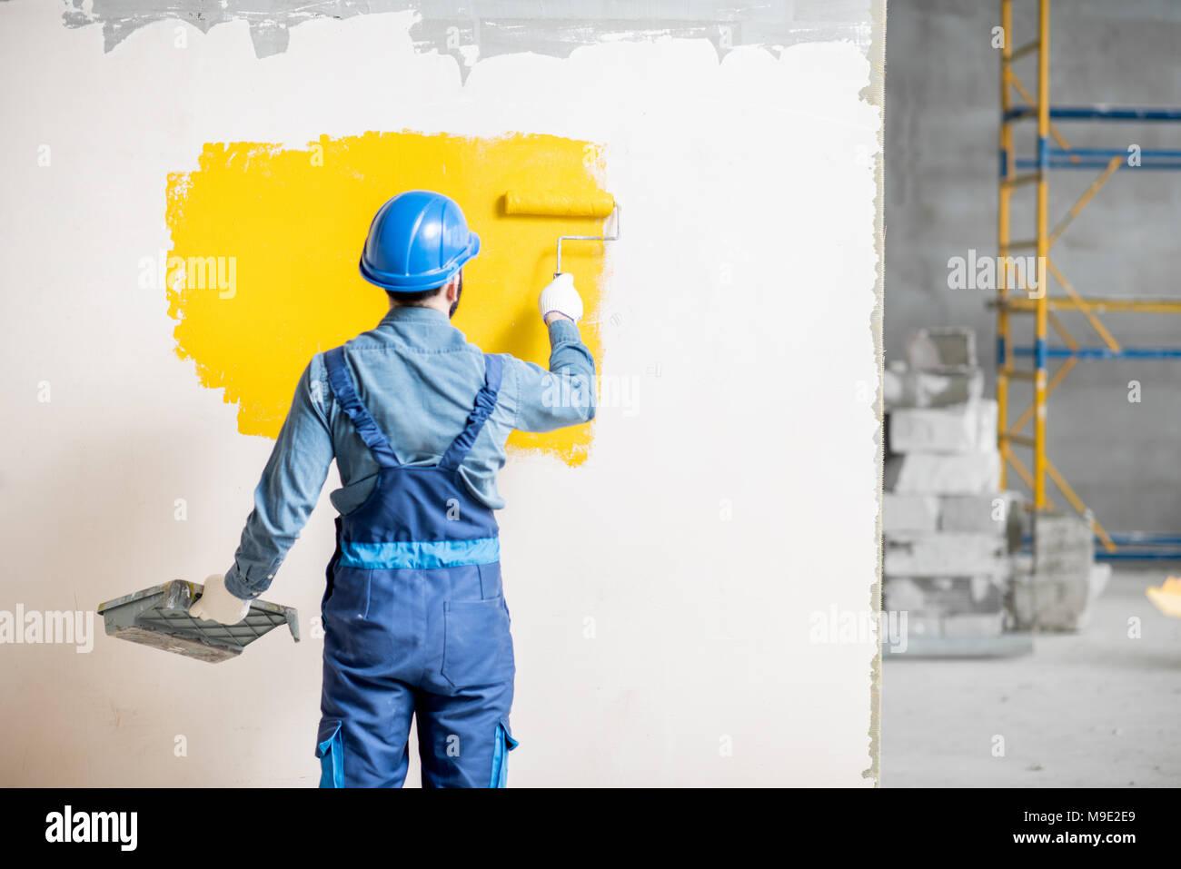 Workamn muro dipinto in ambienti interni Immagini Stock