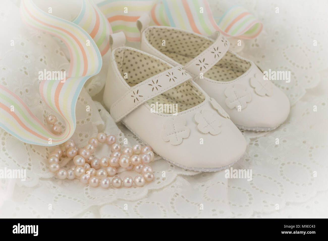 Il Battesimo O Compleanno Invito Sfondo Per Bambina Con Perle Rosa