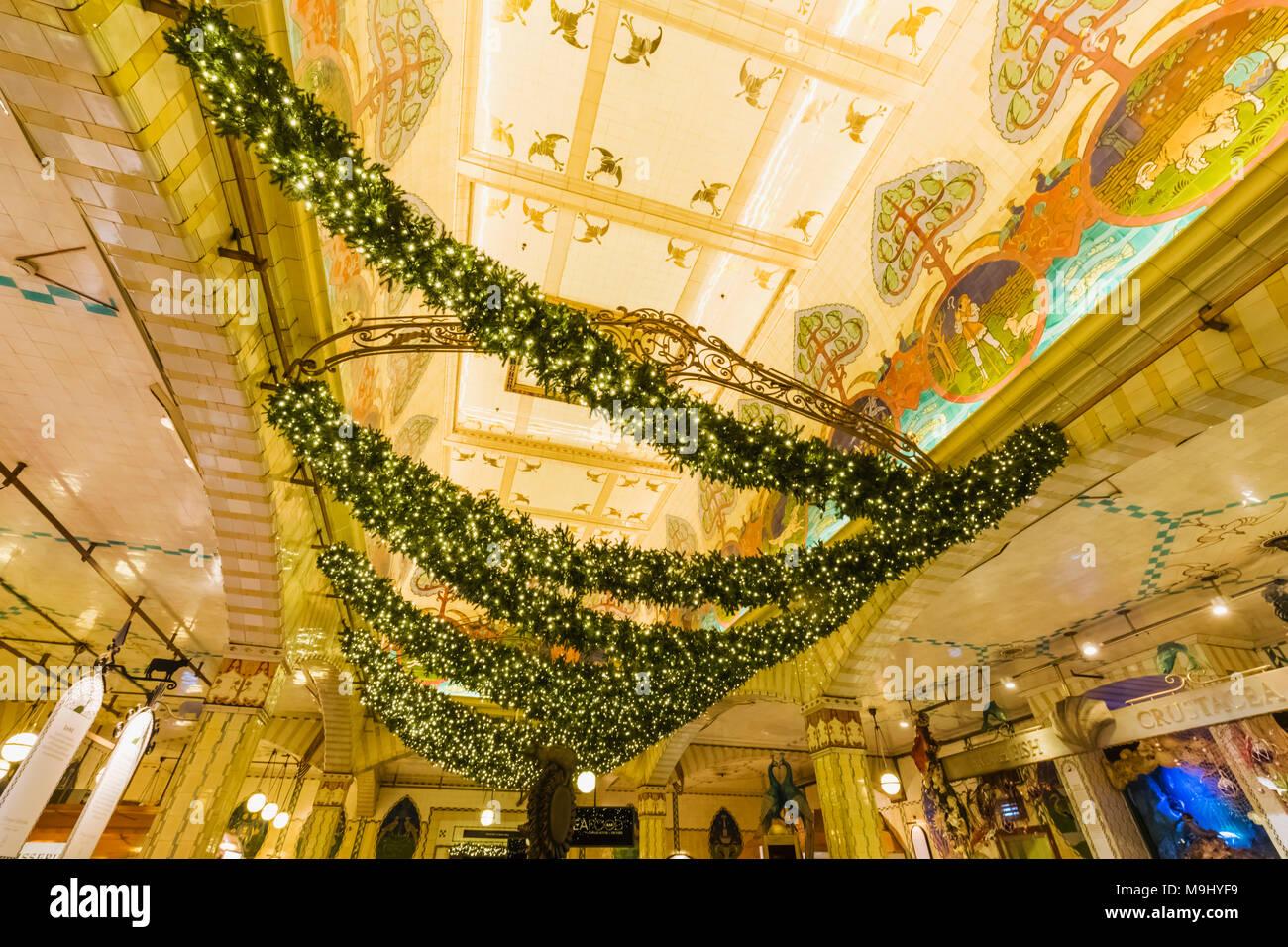 Addobbi Natalizi Harrods.Inghilterra London Knightsbridge Harrods Food Hall Con Decorazioni Di Natale Foto Stock Alamy