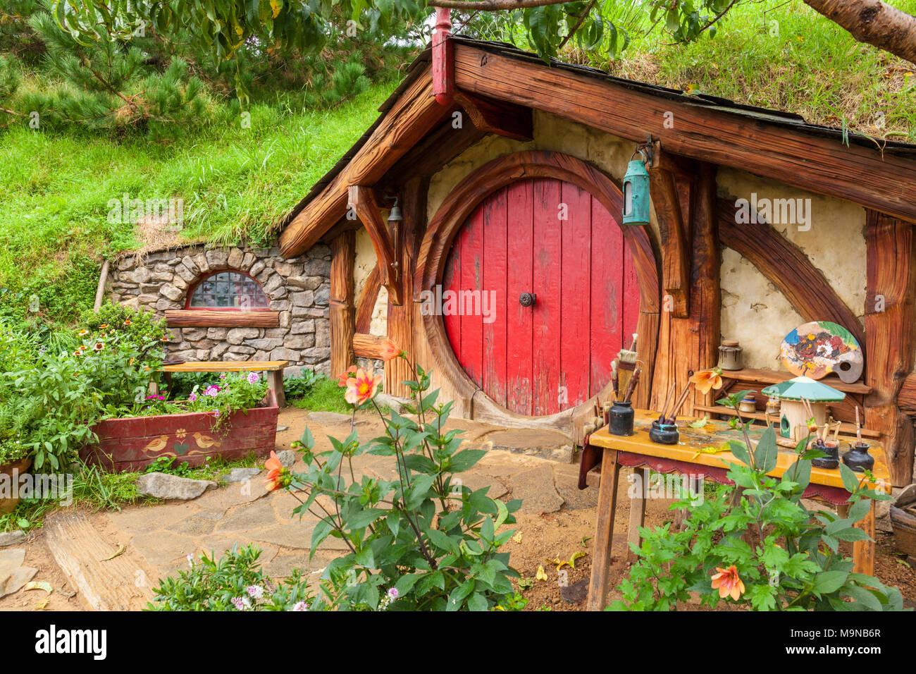 Nuova Zelanda Hobbiton Nuova Zelanda Matamata Hobbiton set cinematografico fictional del villaggio di Hobbiton in shire da The Hobbit e Il signore degli anelli libri Immagini Stock