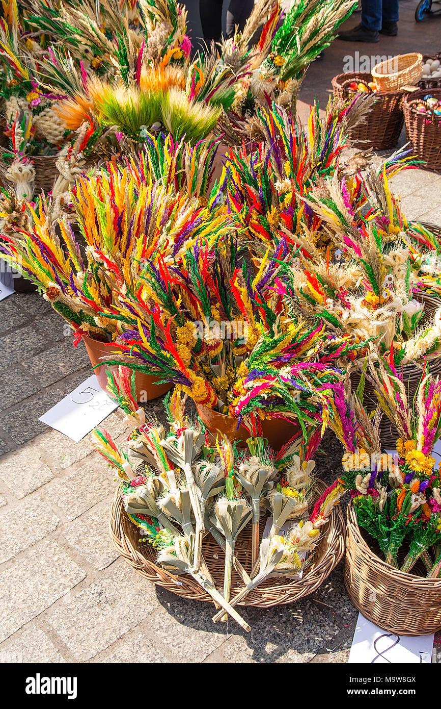 Le Palme Di Pasqua Presso La Piazza Del Mercato Di Cracovia Polonia