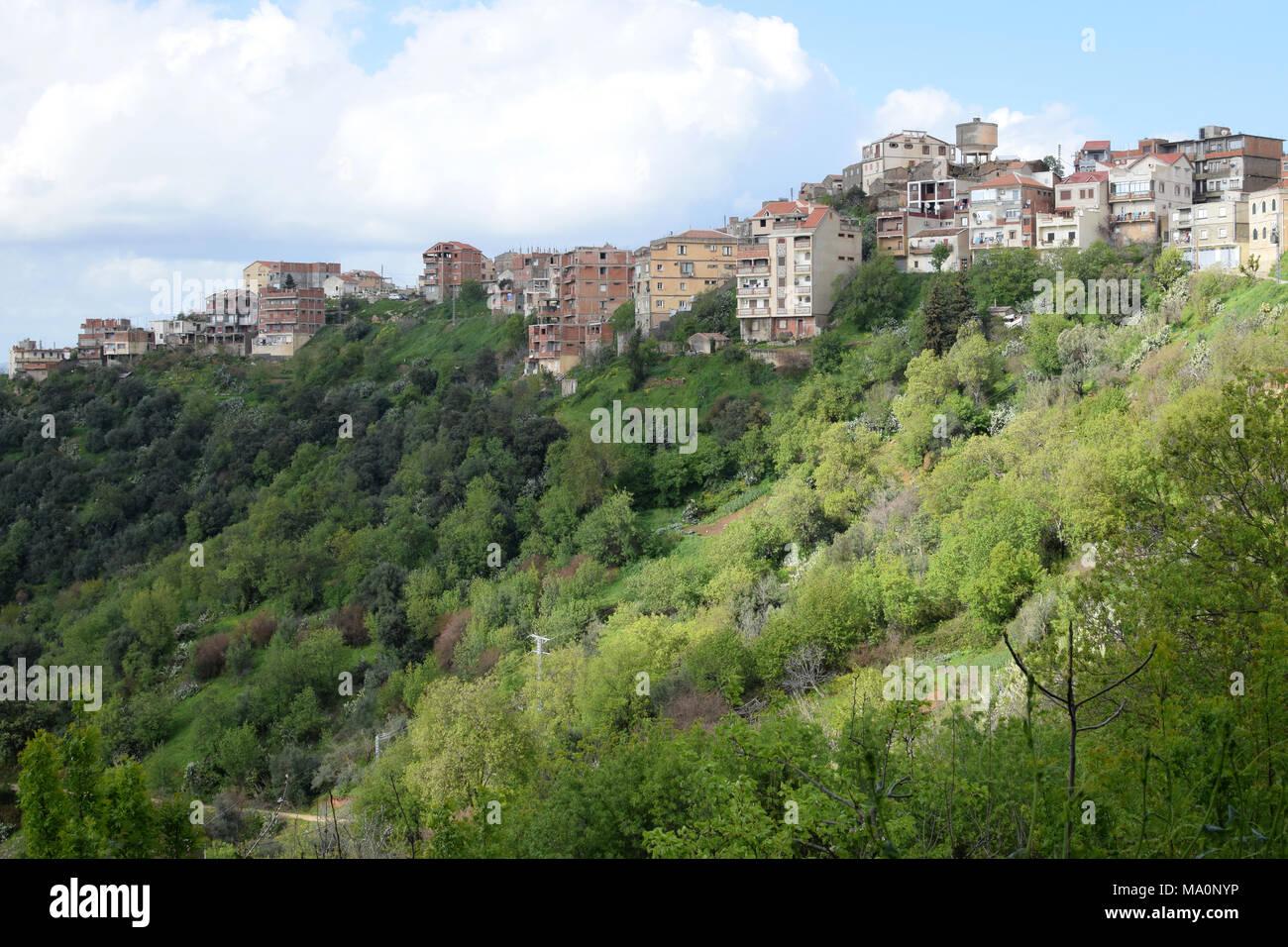 Una vista generale di un villaggio in Kabylie, Tizi Ouzou, Algeria Immagini Stock