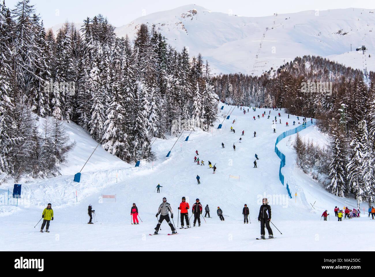 Un tracciato di sci nel resort sciistico di Pila, Valle d'Aosta, Italia Immagini Stock