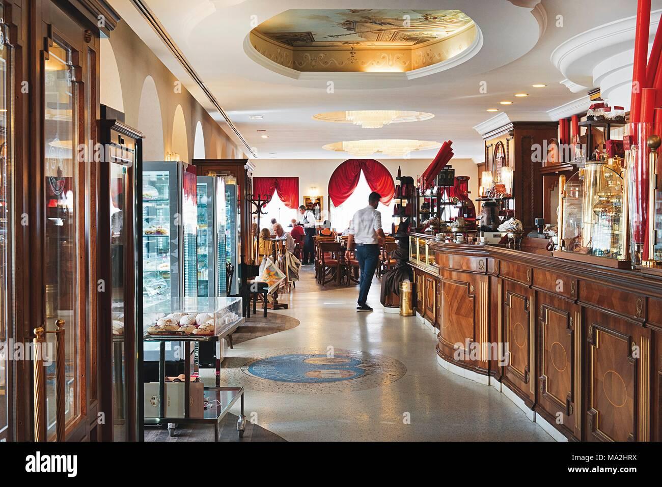 Caffe degli specchi trieste italia foto immagine stock 178308142 alamy - Caffe degli specchi ...