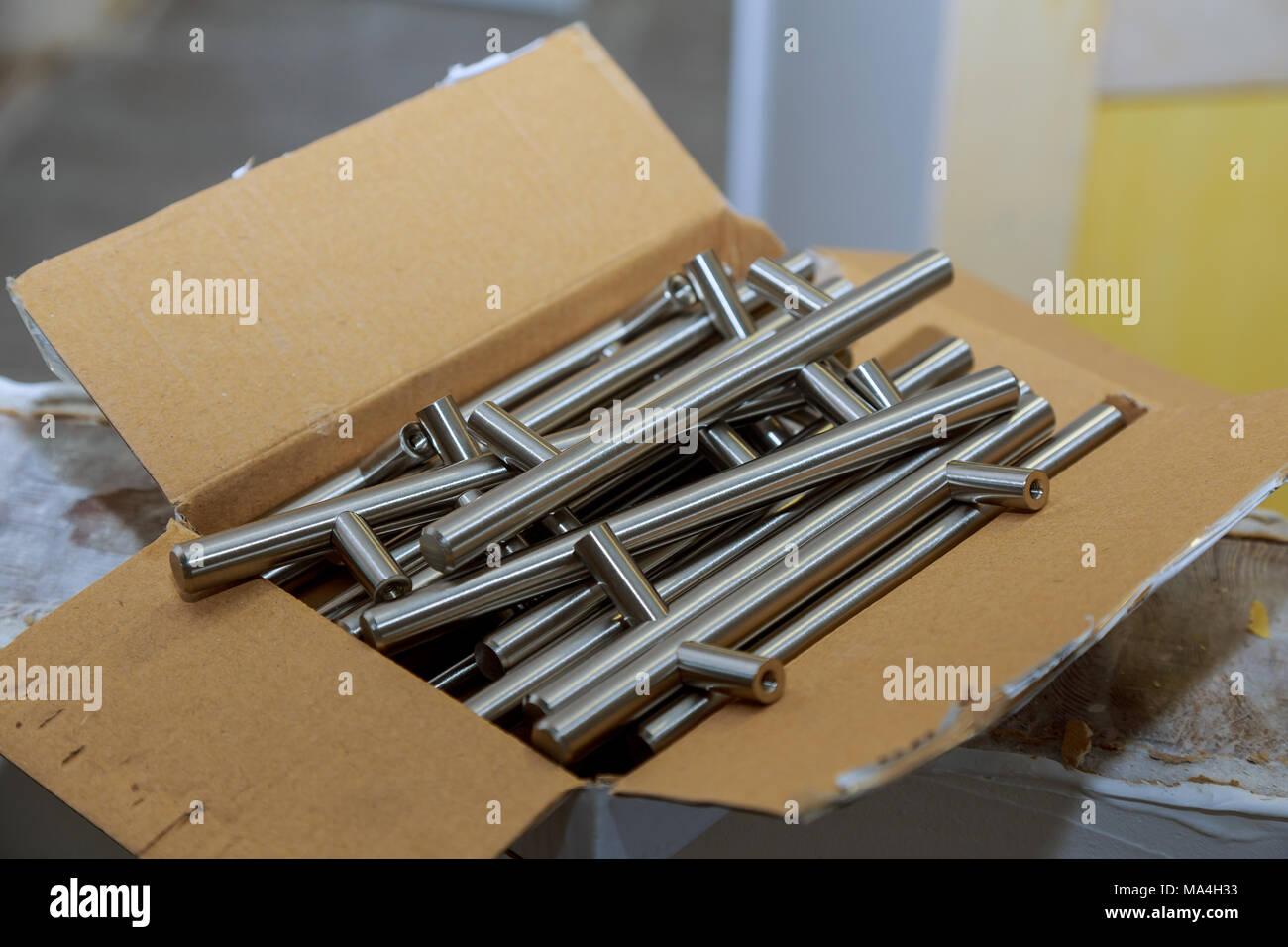 Mobili porta manici e maniglie per mobili da cucina Foto & Immagine ...