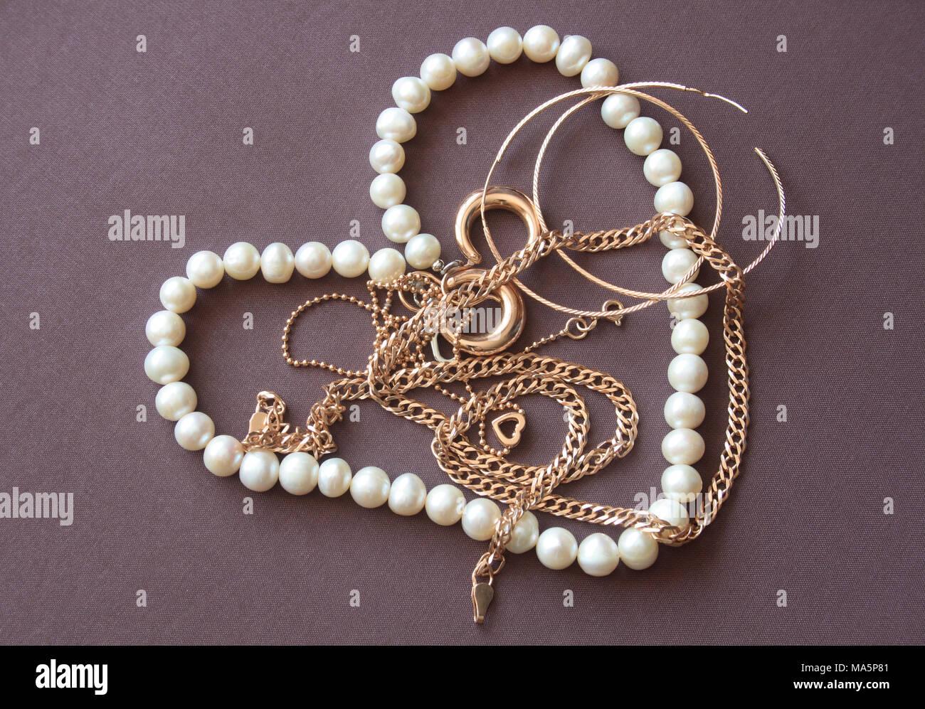 acquista lusso classcic la vendita di scarpe Primo piano della collana di perle come cuore e gioielli in ...