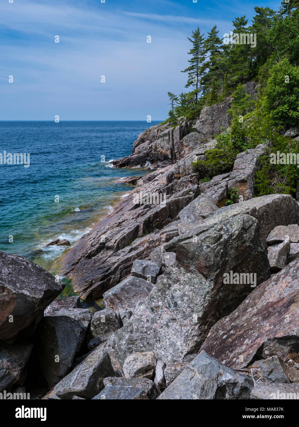 Scogliere vicino il pittogramma sito, Lago Superior parco provinciale, Ontario, Canada. Immagini Stock