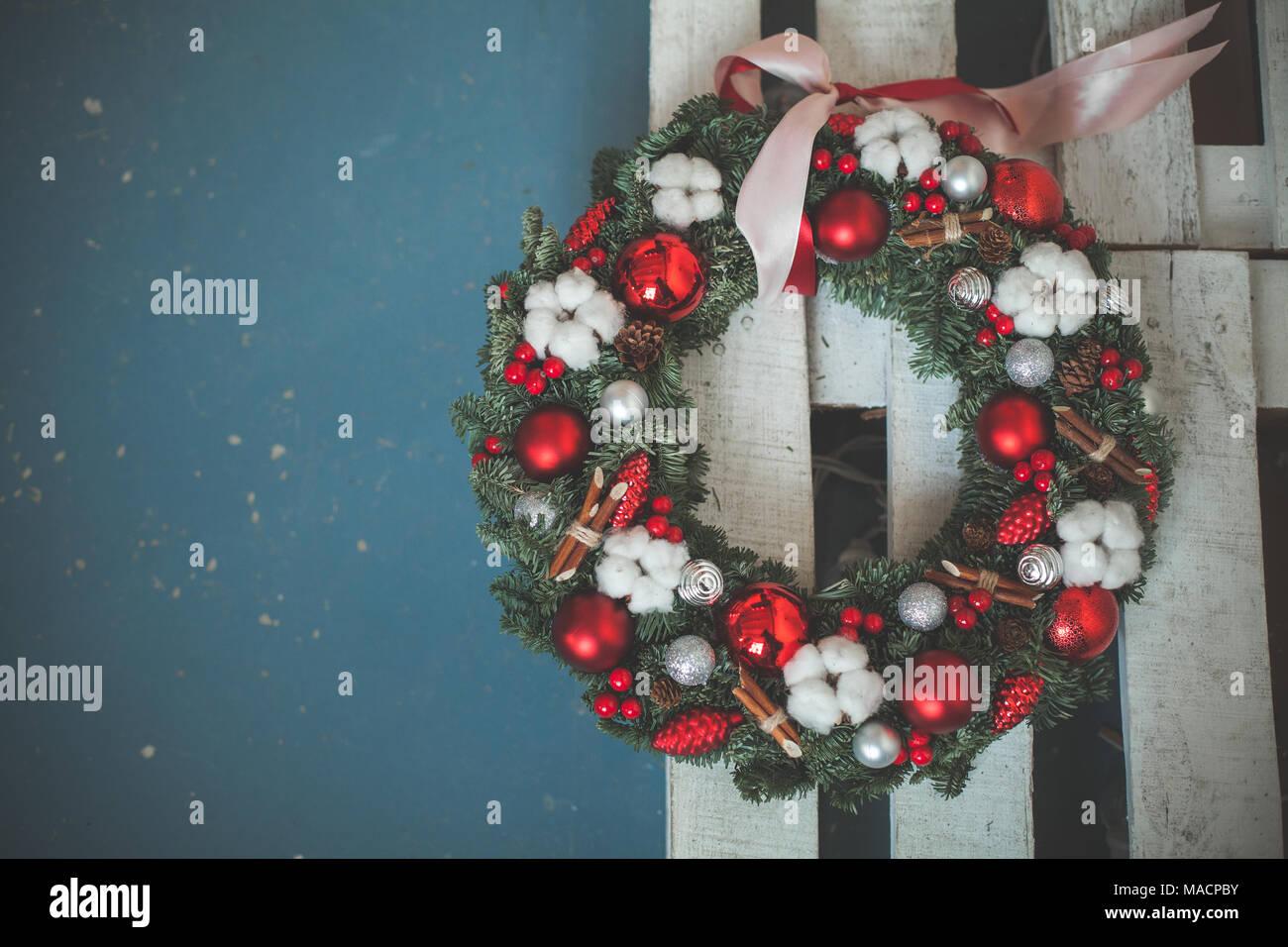 Albero Di Natale Con Decorazioni Blu : Decorazioni di natale con verde albero di natale ramoscello rosso