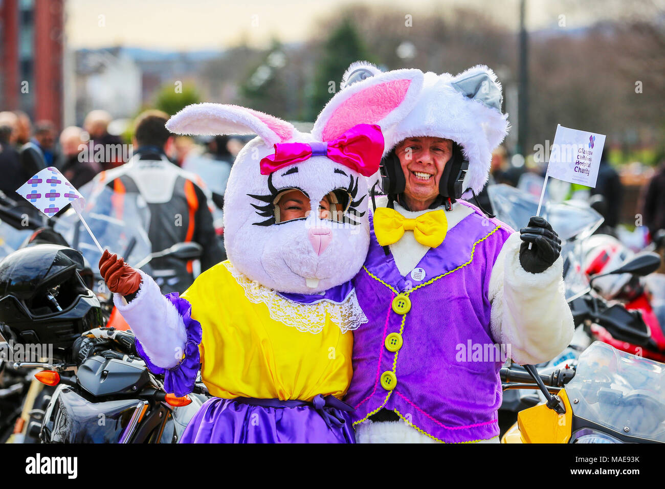 Più di 1000 moto molti in costumi di fantasia come conigli pasquali 47e3f2c53e8