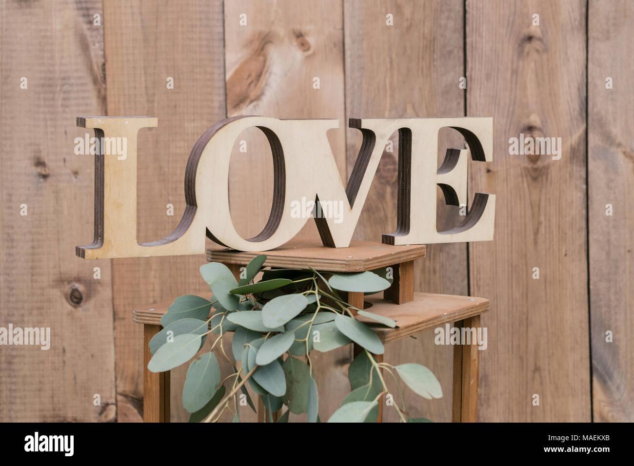 Lettere Di Legno Da Appendere : Lettere di amore.. vecchio muro o recinzione di tavole di legno