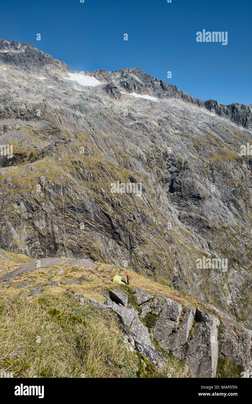 Superba campeggio sulla sella di Gertrude, Fjordland, Nuova Zelanda Immagini Stock