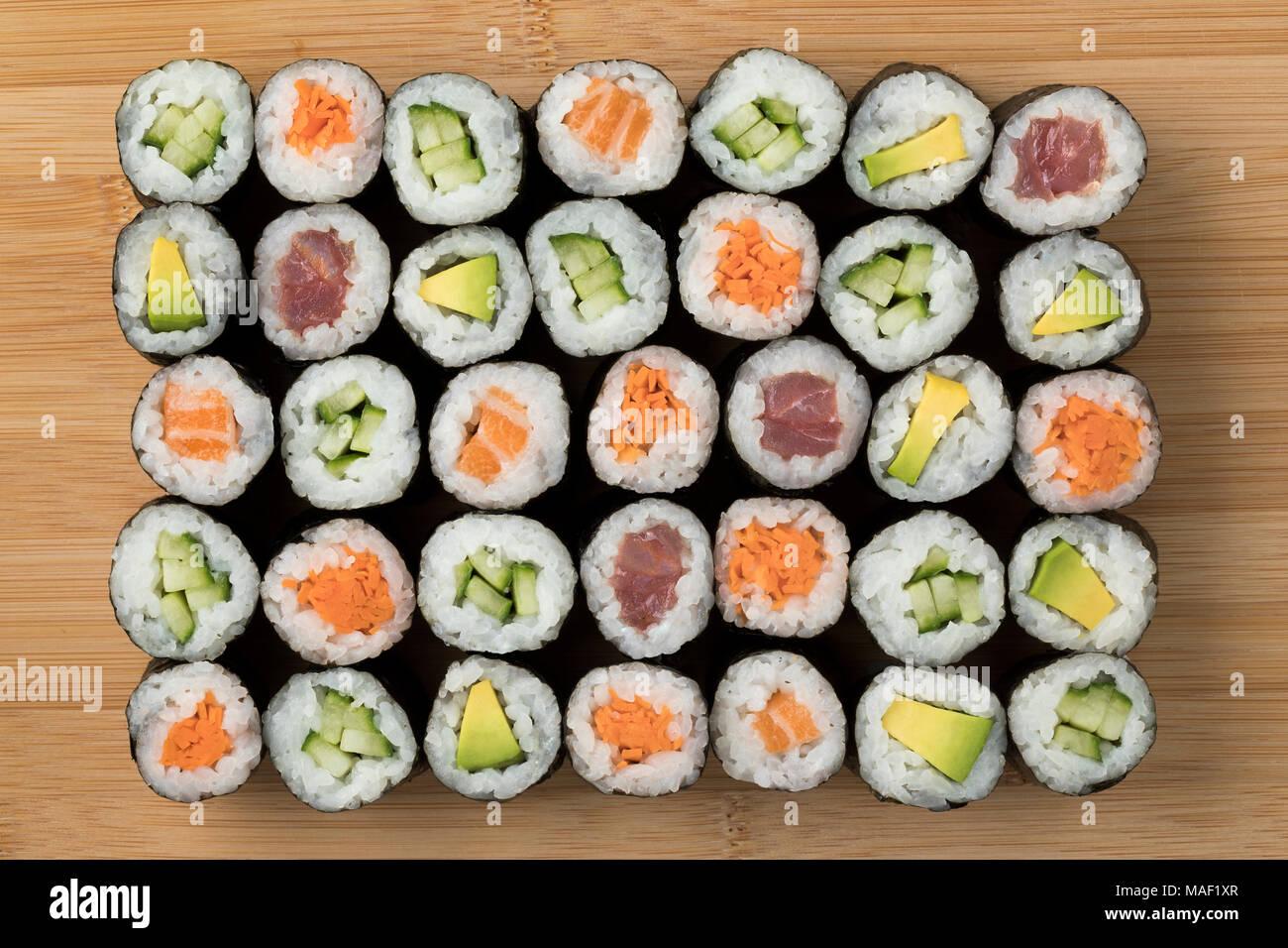 Varietà tradizionale di sushi giapponese maki Immagini Stock