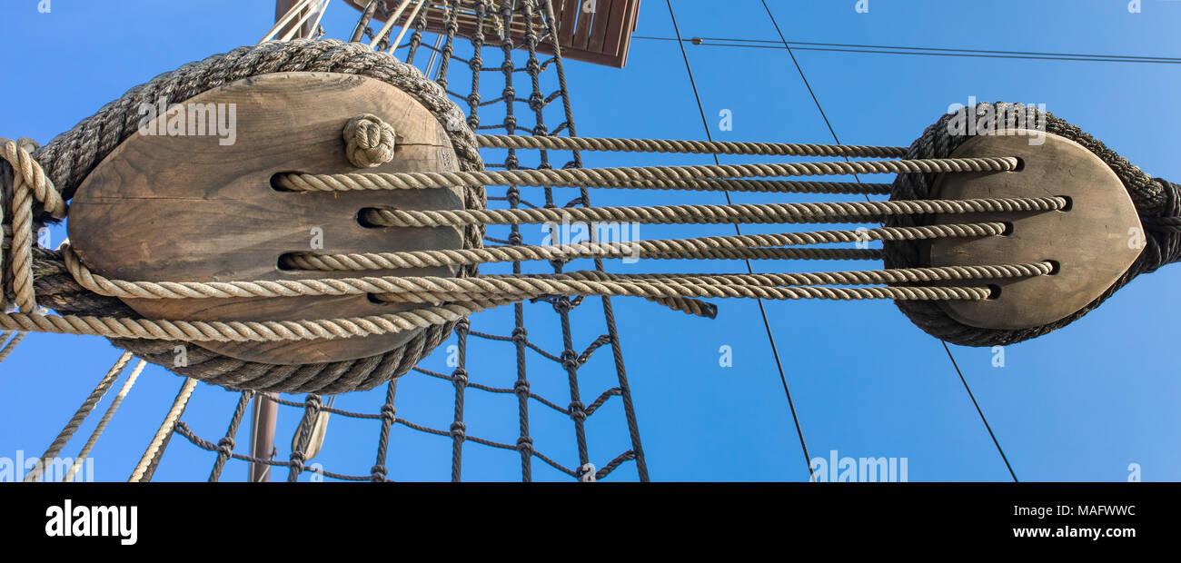 Parti Di Una Barca funi e puleggia, sindone - parti di una vecchia nave, barca