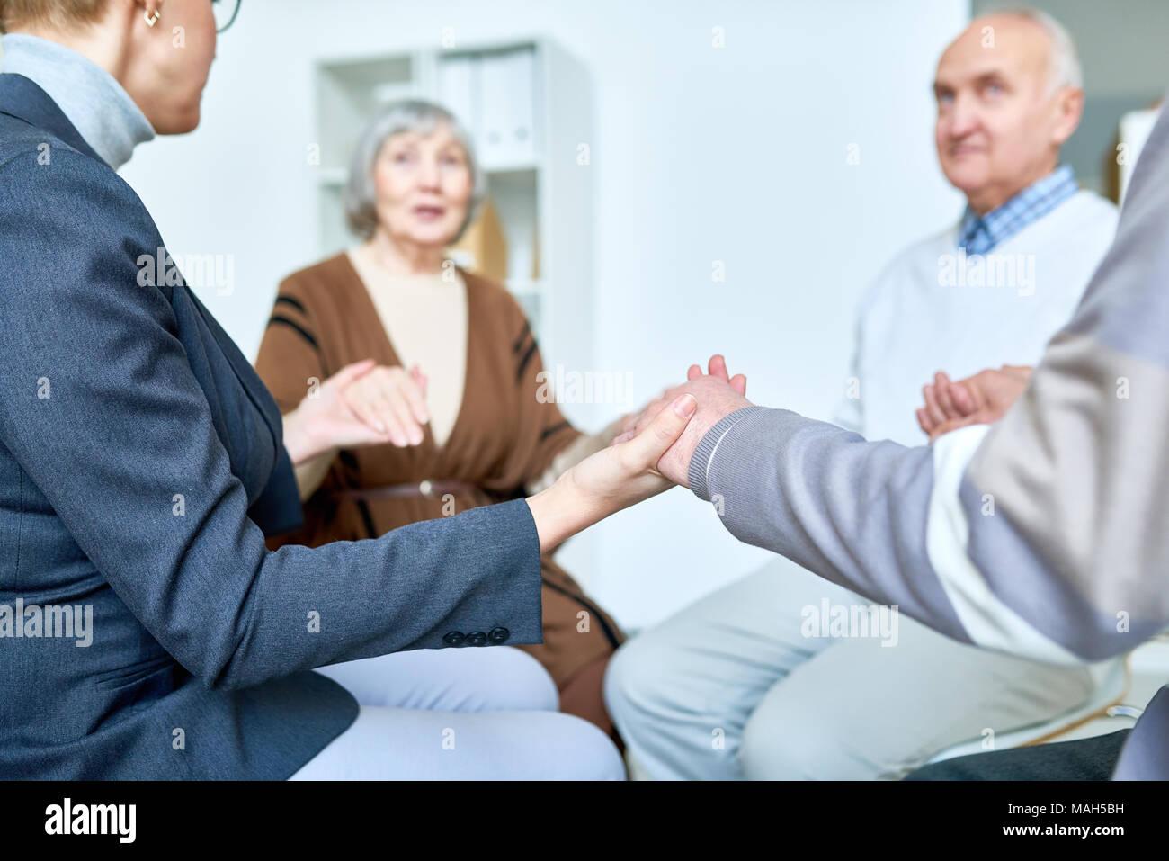 La terapia di supporto sessione per il personale senior Immagini Stock