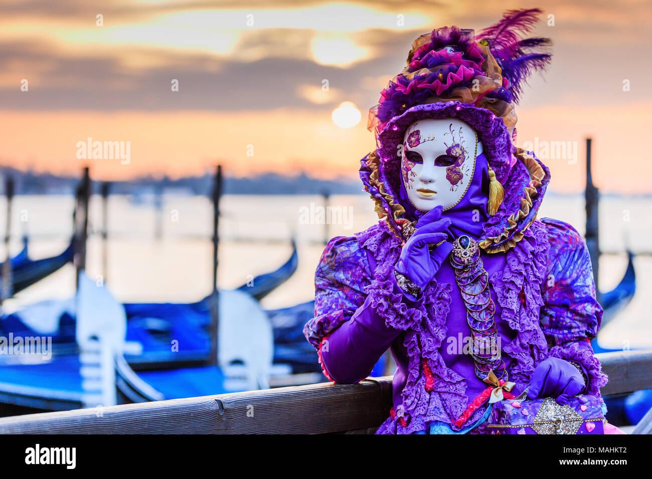 Venezia, Italia. Il carnevale di Venezia, bella maschera in Piazza San Marco. Immagini Stock