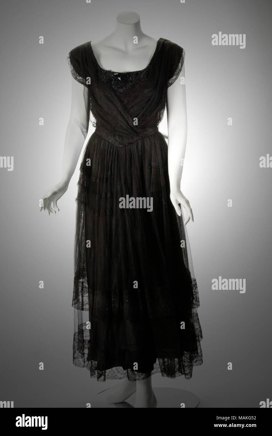 f92b8eb2b7be Donna di seta nera abito taffetà con una sovrapposizione di nero tulle