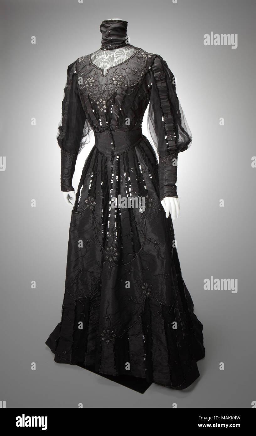 b2b1c1f86a4b Donna due pezzi di seta nera taffettà abito da sera con il vescovo manicotti
