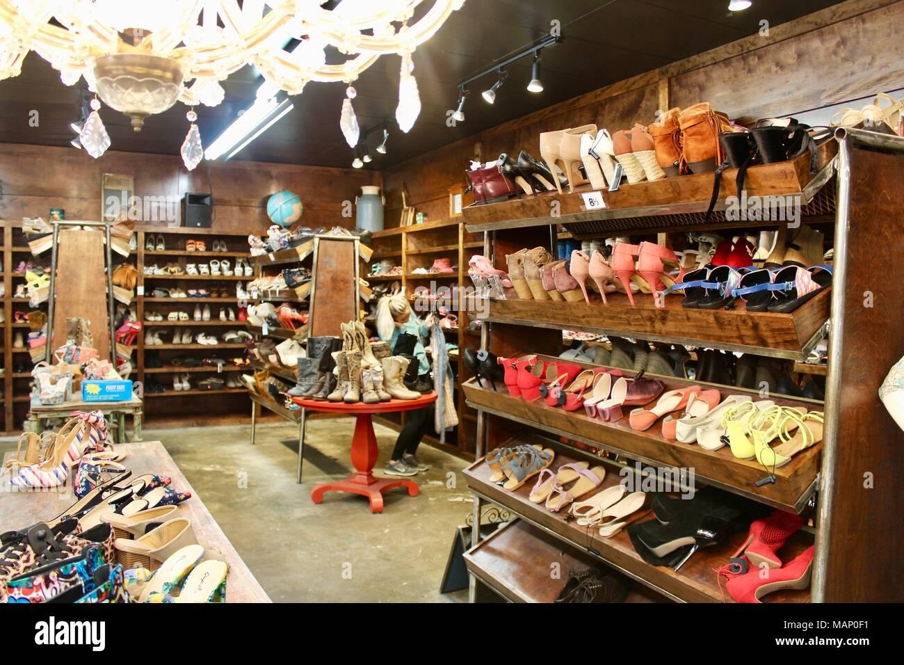 more photos 49802 4143a Interno del negozio vintage a Houston in Texas USA con ...