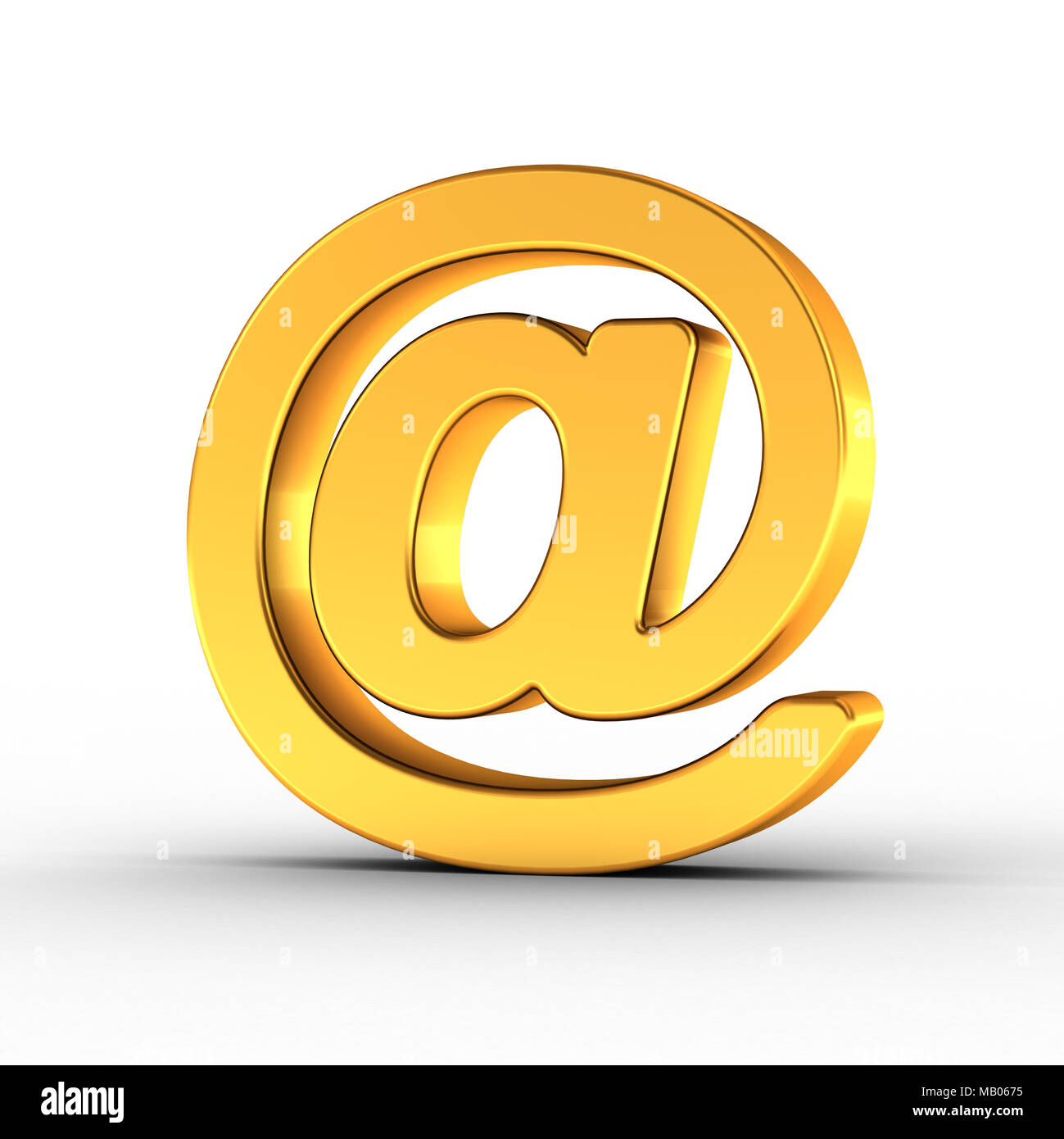 Il simbolo di posta elettronica come un lucido oggetto d'oro su sfondo bianco con tracciato di ritaglio per un rapido e accurato isolamento. Immagini Stock