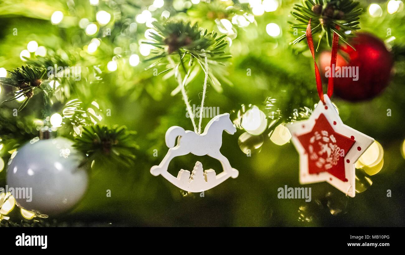 Stella Di Natale Legno.Addobbi Per L Albero Di Natale Cavallo Di Legno E La Stella Di