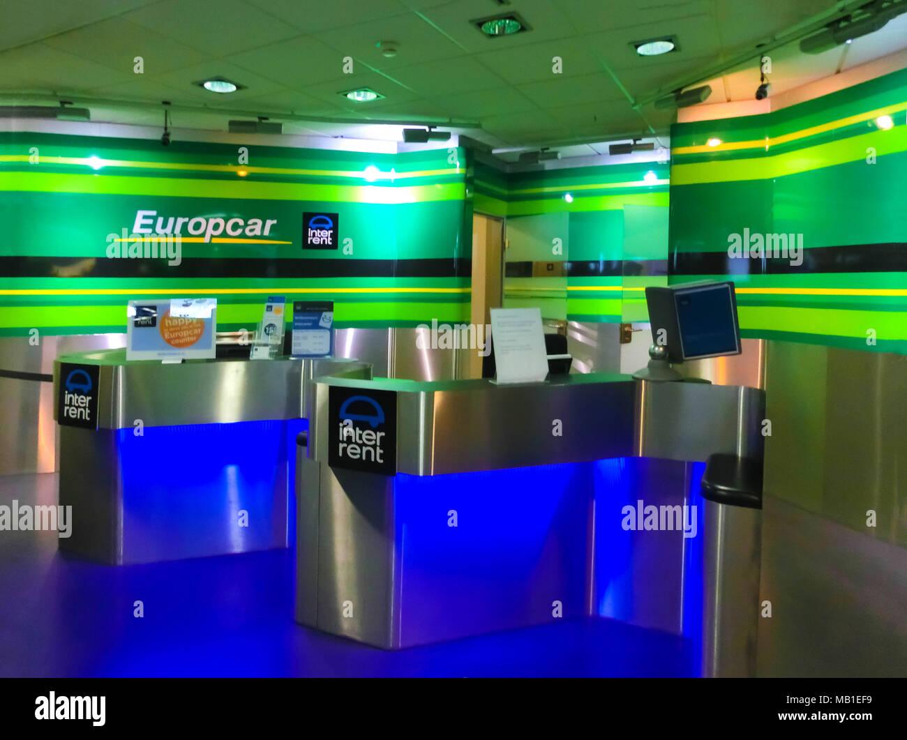Colonia, Germania - 12 dicembre 2017: autonoleggio Europcar office a Frankfurt Hahn Airport in Germania. Immagini Stock