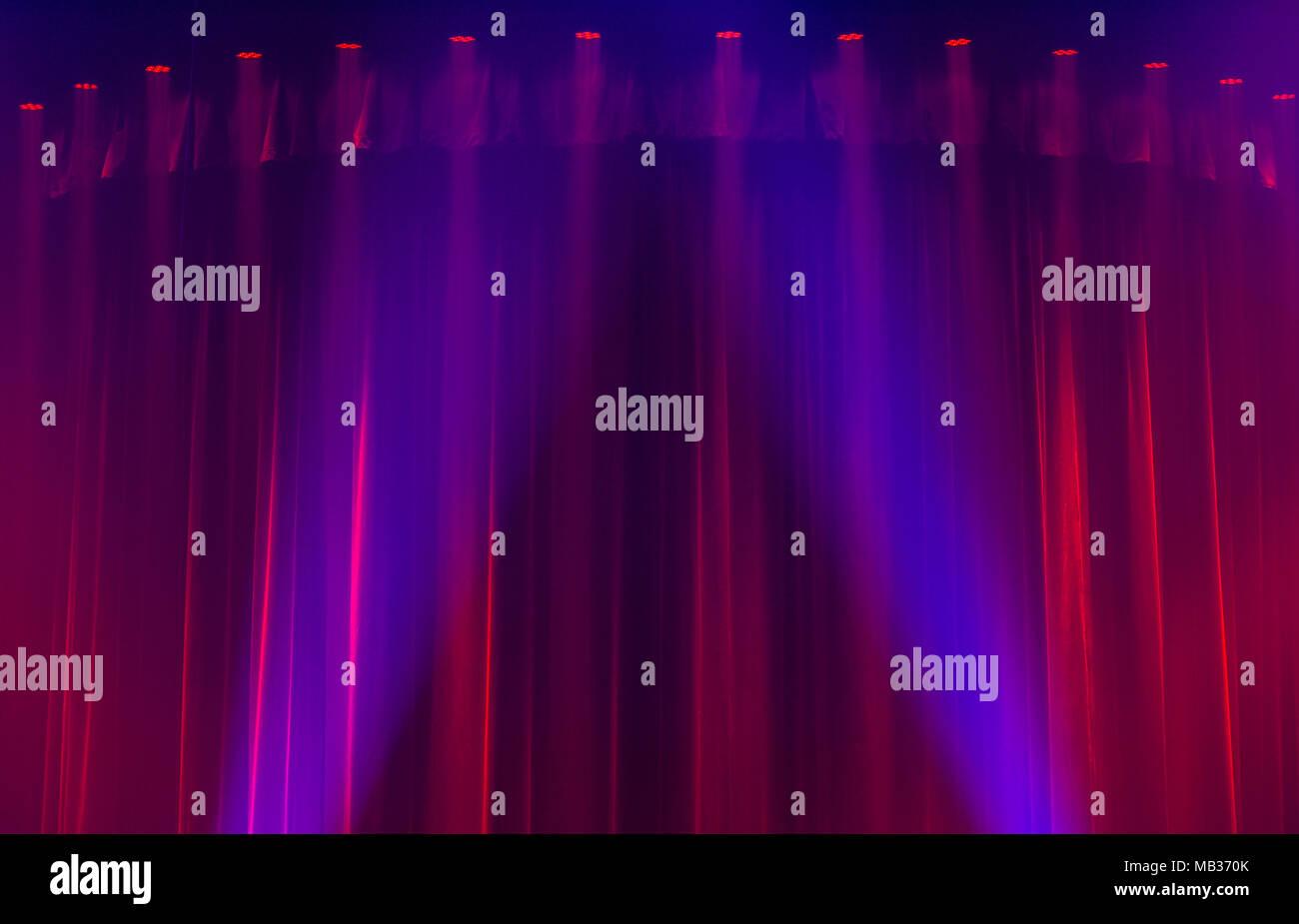 Sipario rosso luci da palco foto immagine stock alamy