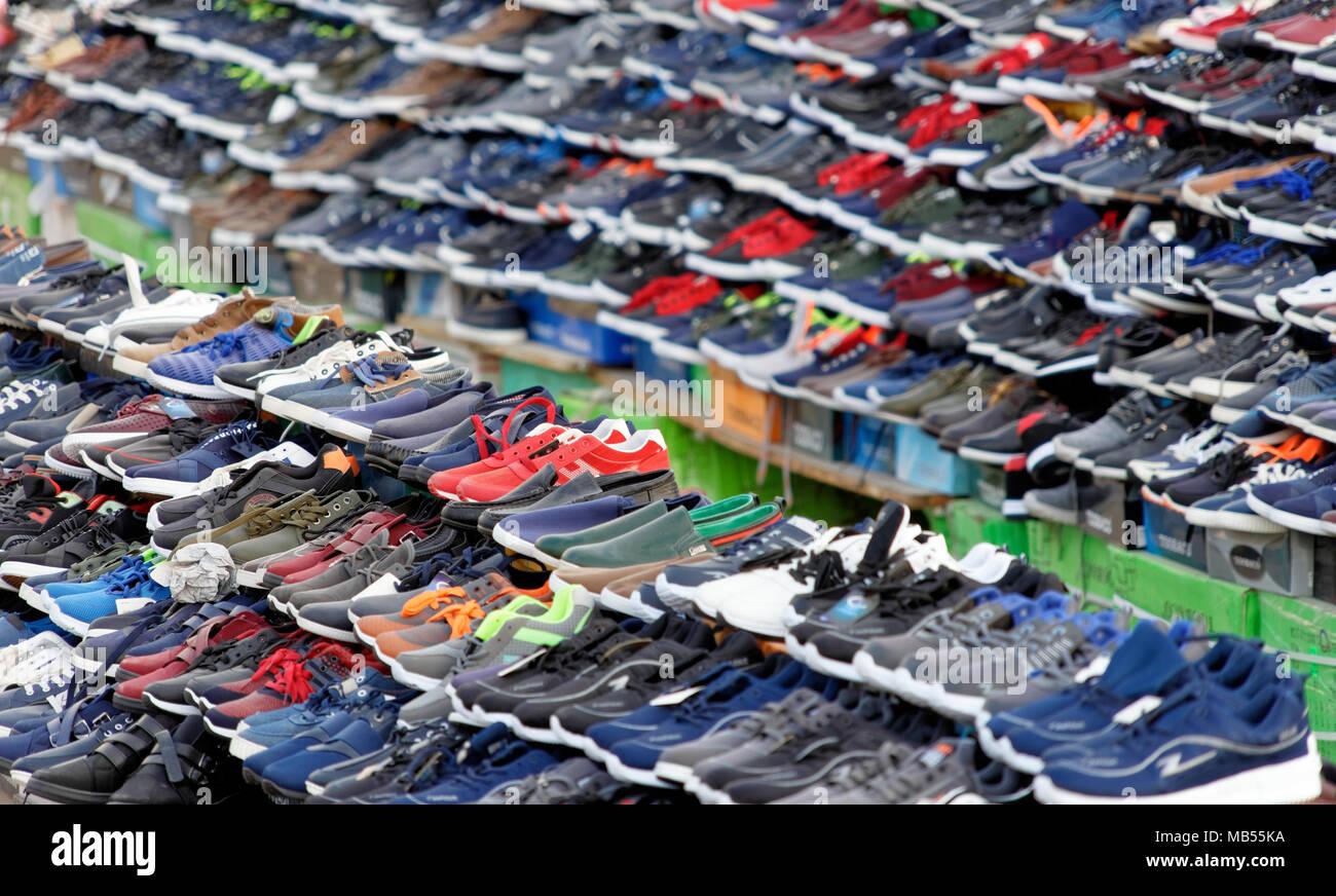 Fake Shoes Immagini   Fake Shoes Fotos Stock - Alamy 63b680f202f