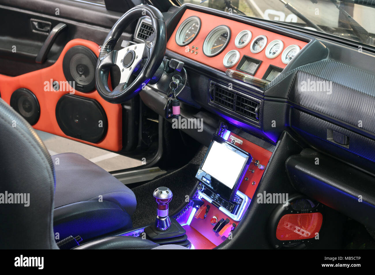 Custom stereo immagini & custom stereo fotos stock alamy