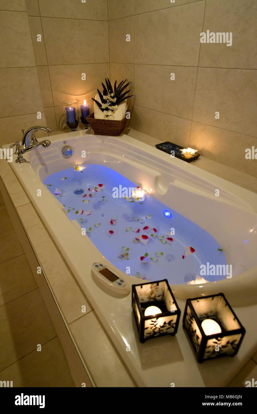 Vasca Da Bagno Con Candele Immagini E Fotos Stock Alamy