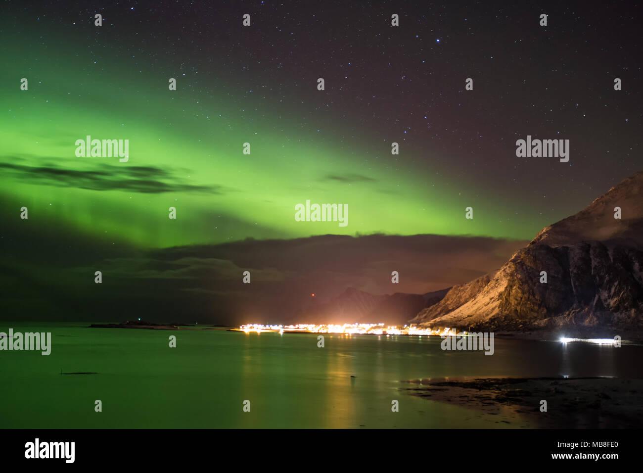 Isole Lofoten in Norvegia, 03-11-2018, mare fiordo, aurora boreale Immagini Stock