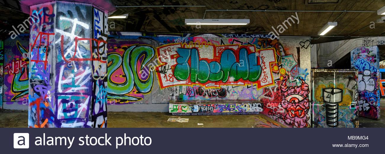 Graffiti, Southbank skatepark, London, Regno Unito Immagini Stock