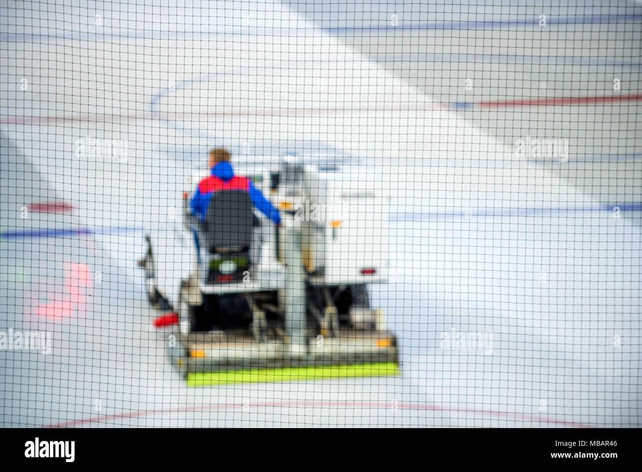 Macchina di rettifica pulisce ghiaccio della pista da hockey Immagini Stock