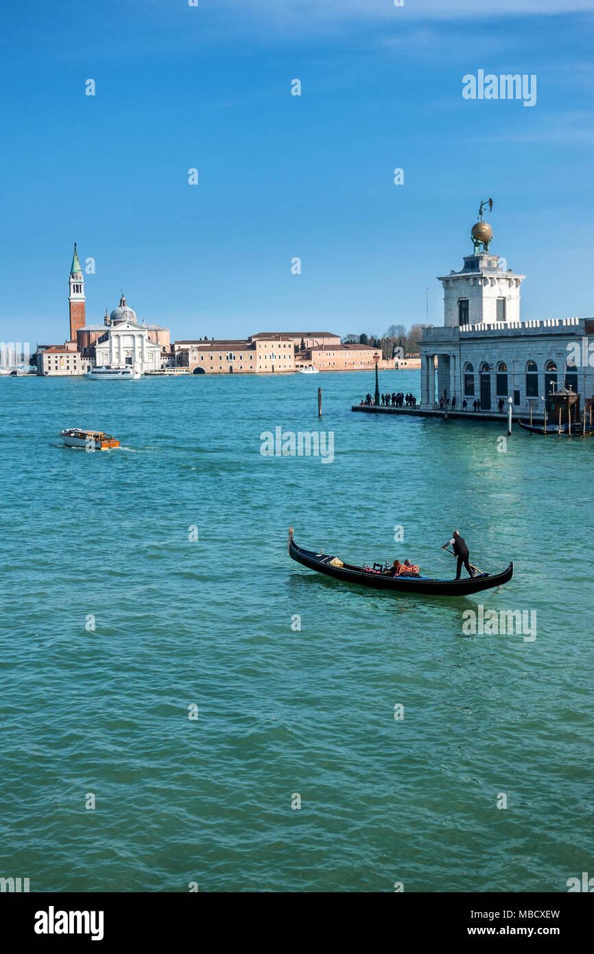 Il Canal Grande a Venezia con l'Isola Giorgio Maggiore in background Immagini Stock
