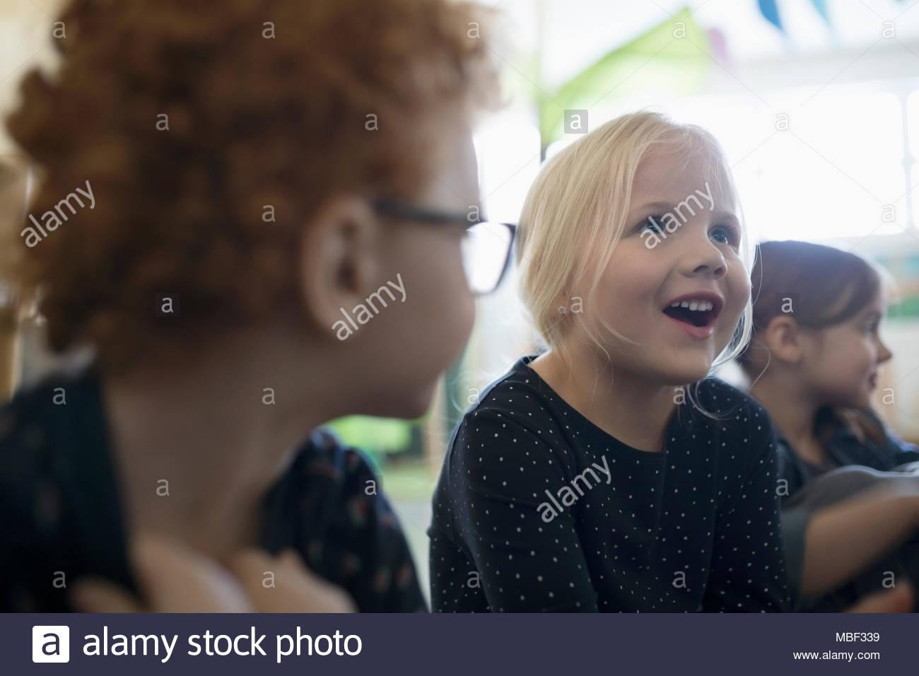 Sorridente ragazza in età prescolare Immagini Stock