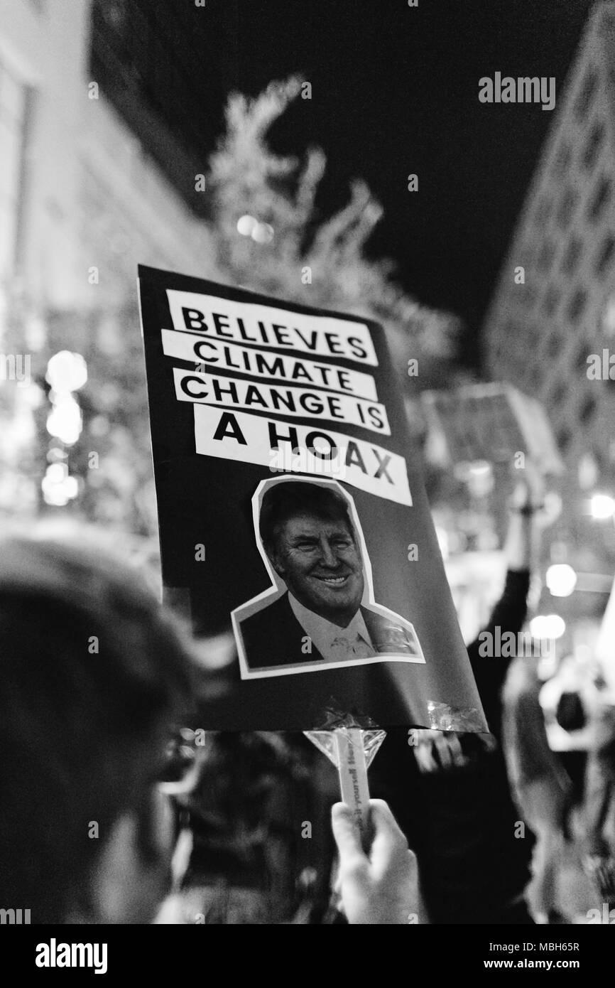 Anti-Trump protesta pacifica nel centro di Orlando (2016). Immagini Stock