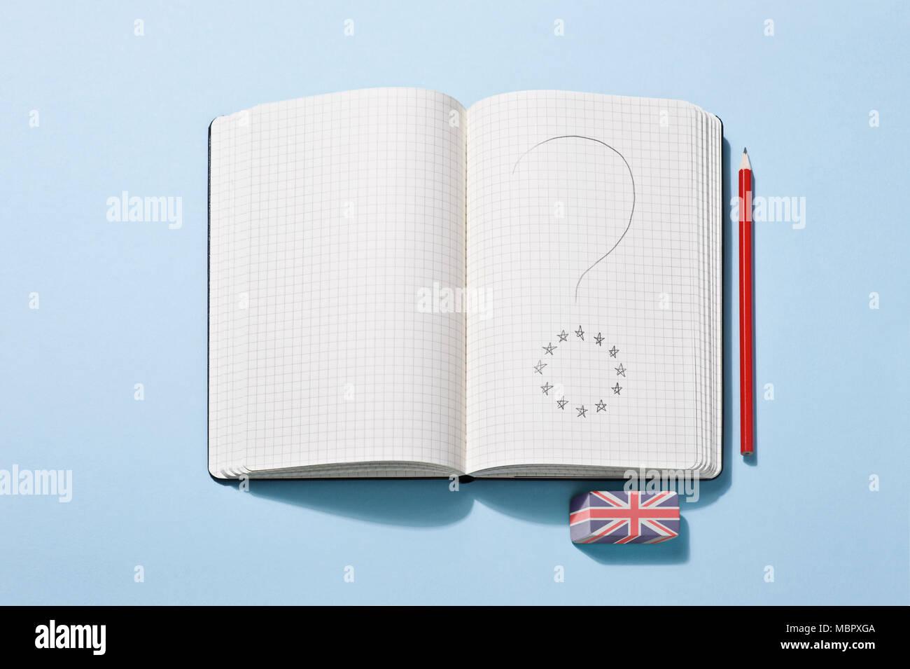 Un notebook con un punto interrogativo disegnato su una pagina Immagini Stock