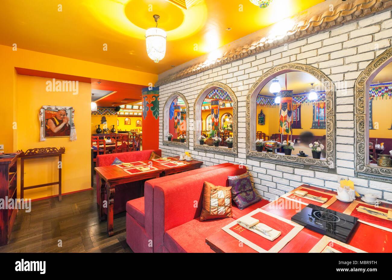 Mosca - Agosto 2014: l\'interno del ristorante Indiano e ...
