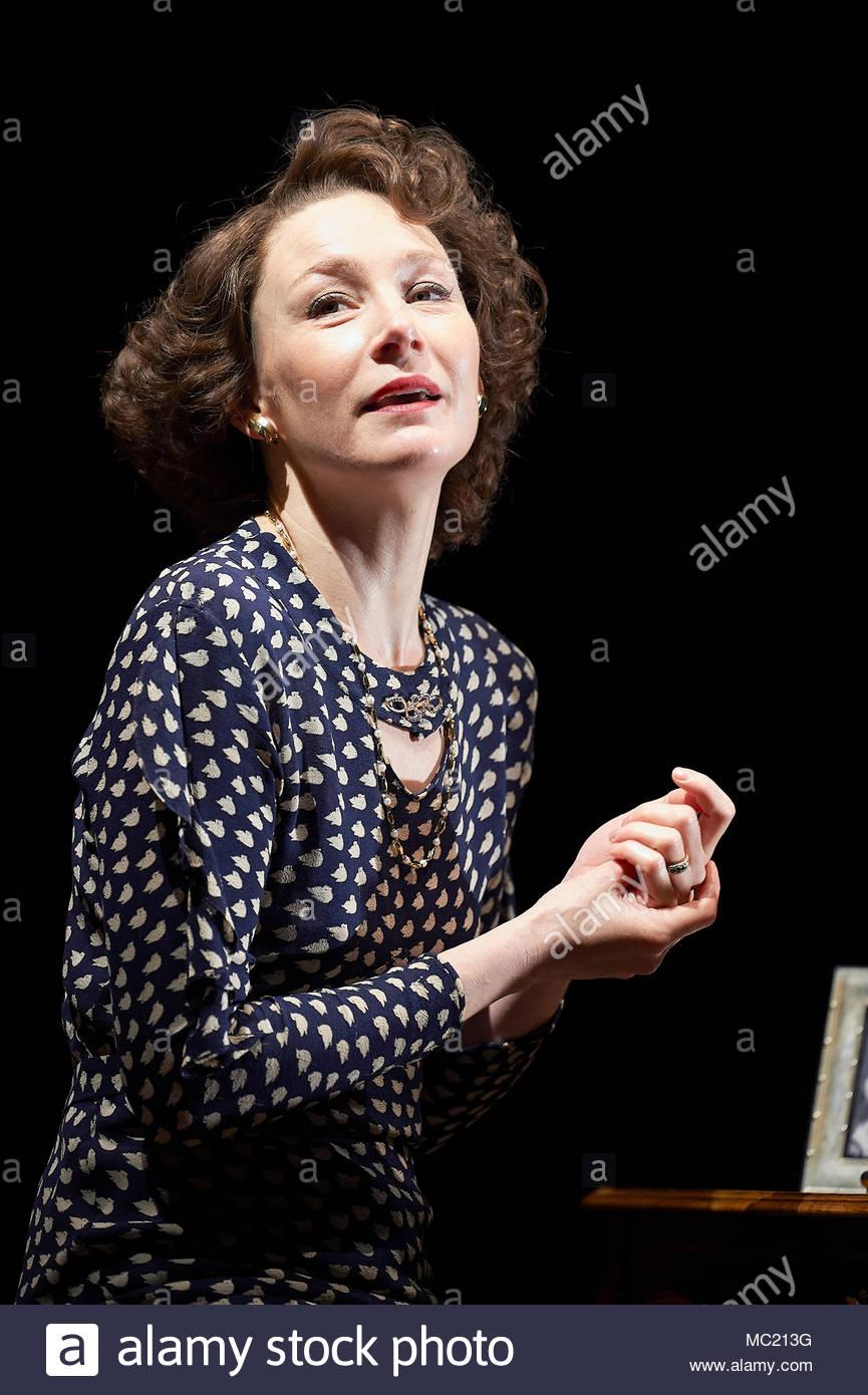 Il soprano moderato da David Hare , diretto da Jeremy Herrin. Con Nancy Carroll come Audrey Mildmay.Si apre al Duke of York's Theatre il 12/4/18. CREDIT Geraint Lewis solo uso editoriale Immagini Stock