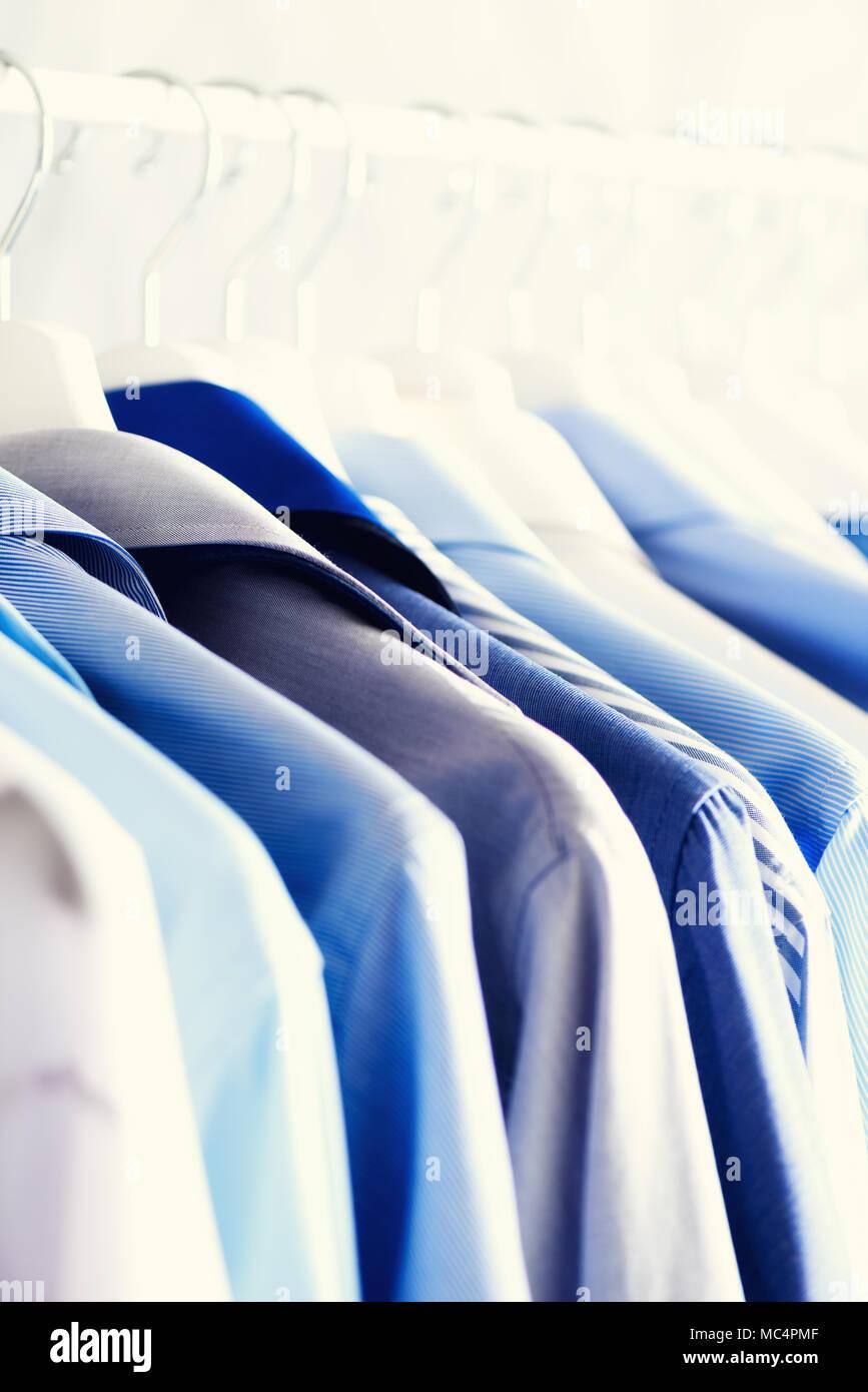 Bastone Appendiabiti.Colore Blu Vestiti Abbigliamento Maschile Giacche E Camicie Appeso