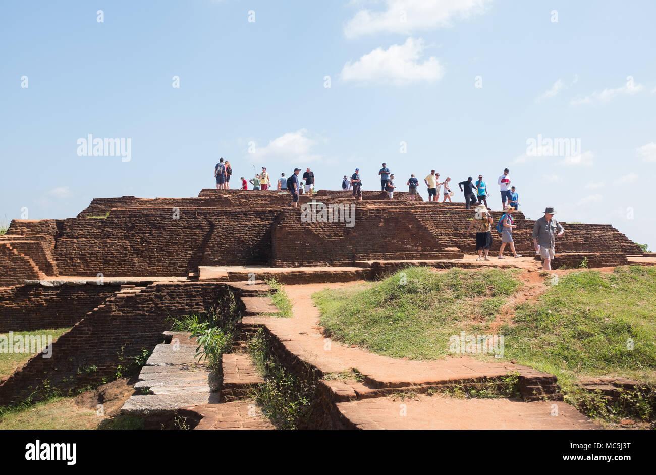 I turisti a Sigiriya rock fortezza, provincia centrale, Sri Lanka, in Asia. Immagini Stock
