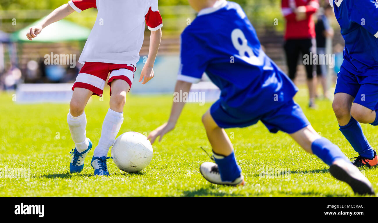 Immagini Di Calcio Per Bambini : Partita di calcio per i giovani giocatori corsi di formazione e