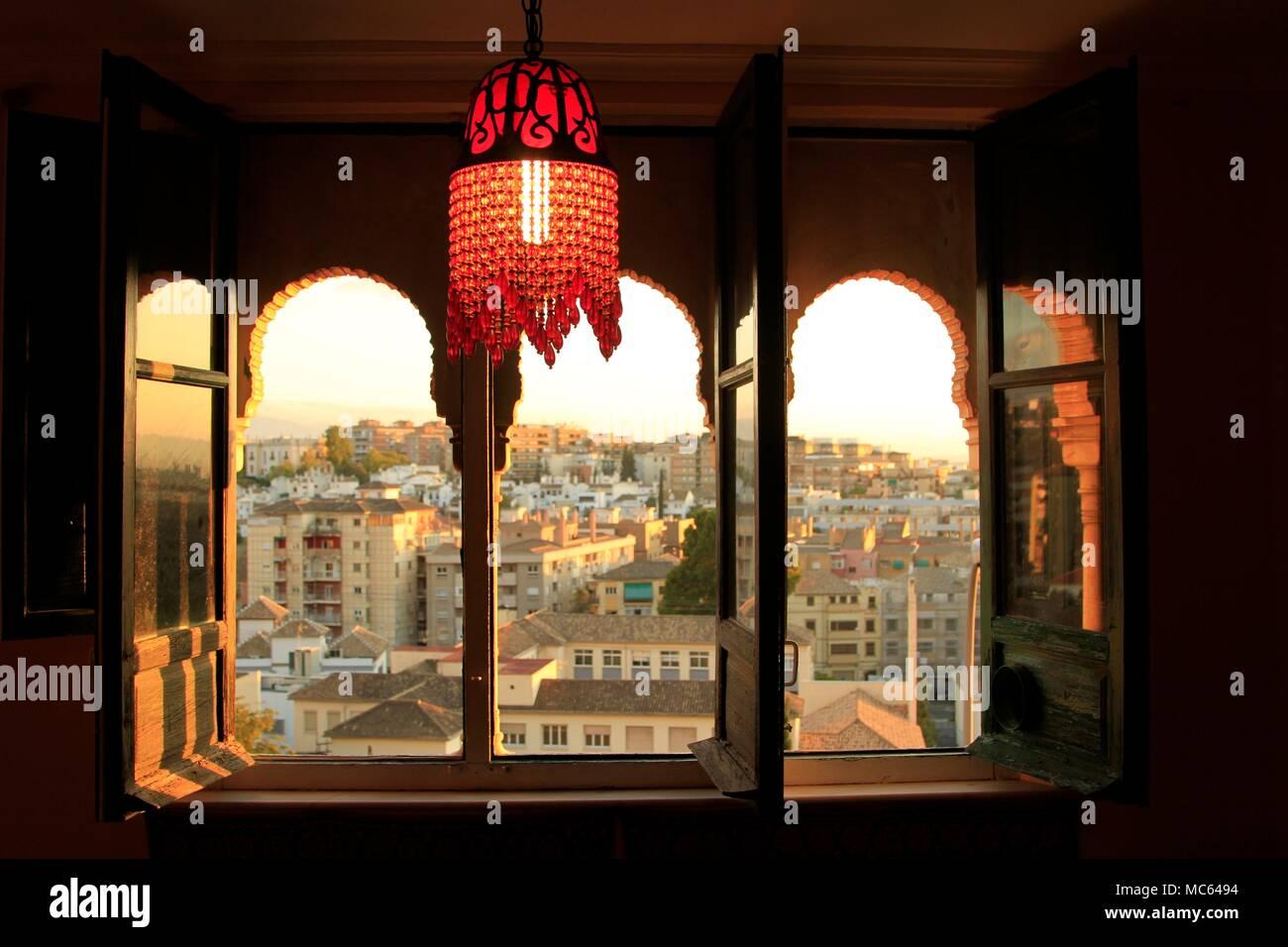 Il ferro di cavallo finestre ad arco persiane di legno mosaici