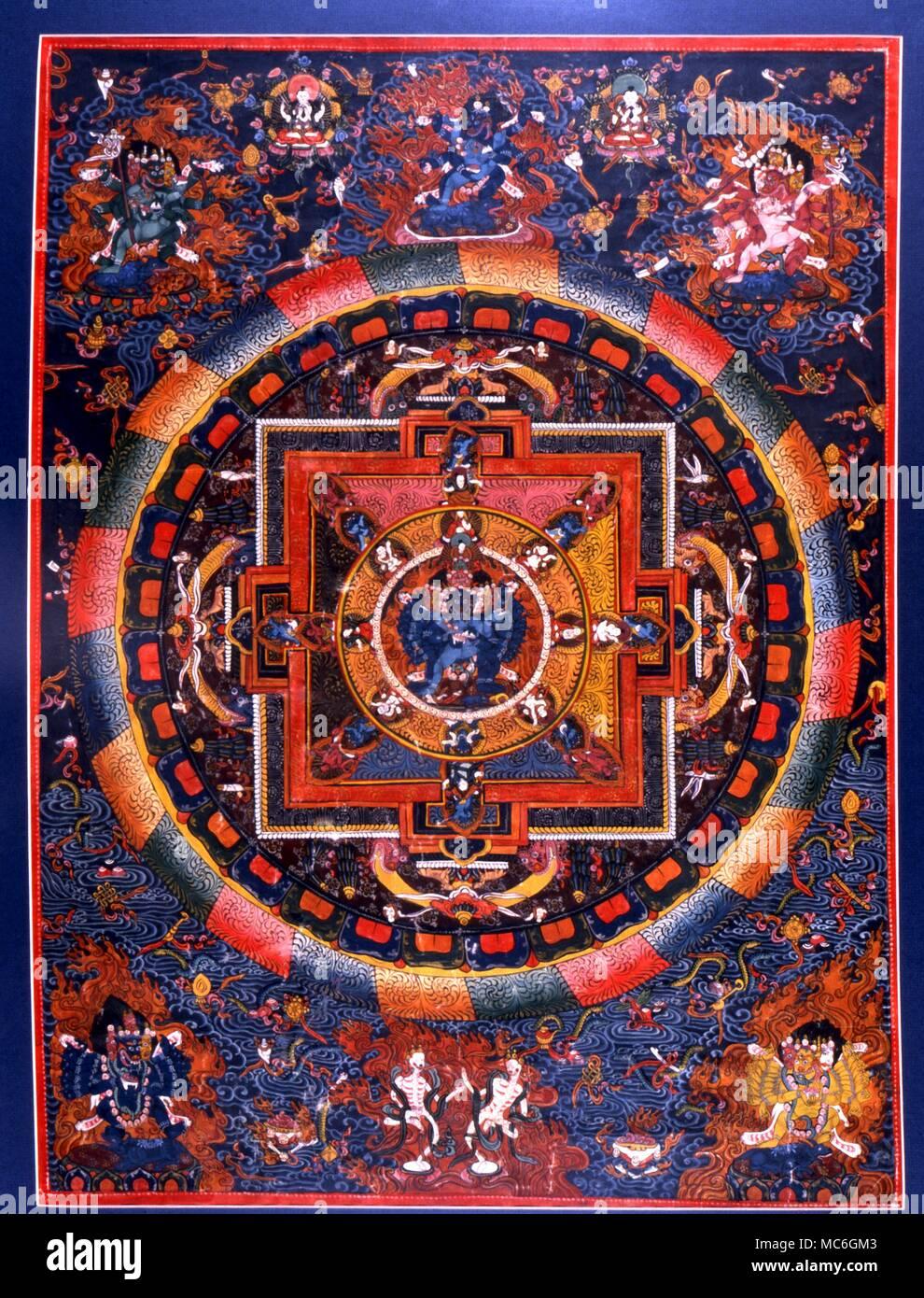 Arte occulta - Tanka. Indian mediatative tanka con quattro guardiani dello spazio e demoni di origine vedica intorno al centro città celeste. Design tradizionale. Immagini Stock
