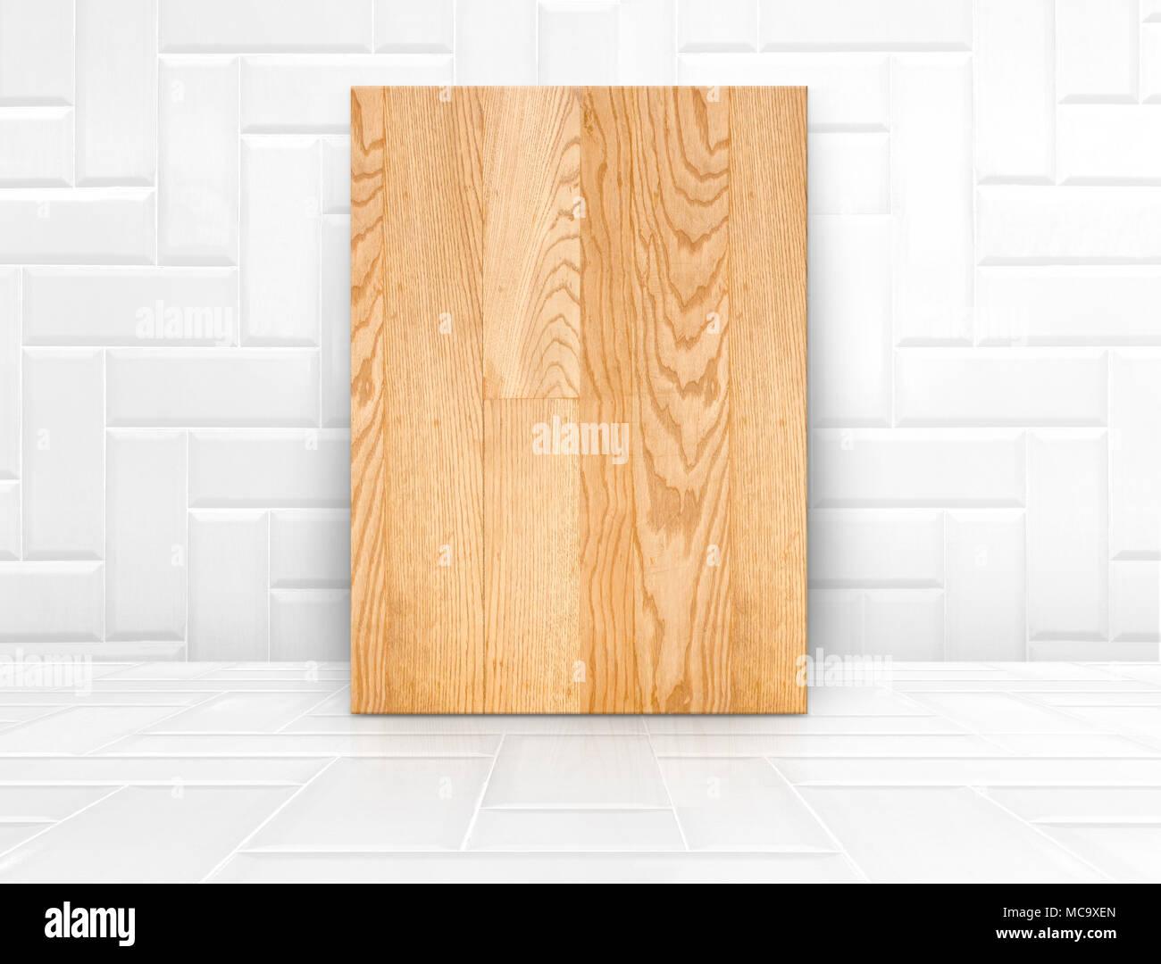 Pannello di legno mock up in bianco lucido di piastrelle in