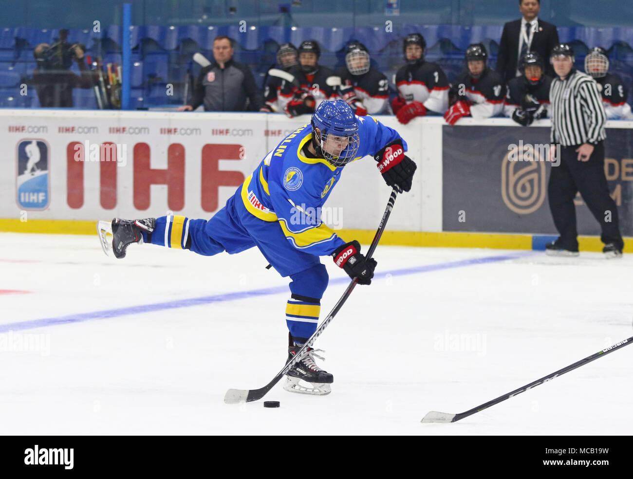 Kiev, Ucraina. Il 14 aprile, 2018. Dmytro Khalin dell'Ucraina in azione durante il 2018 IIHF Hockey su ghiaccio U18 World Championship Div 1 Gruppo B partita contro il Giappone al Palazzo dello Sport di Kiev, Ucraina. Il Giappone ha vinto 1-0. Credito: Oleksandr Prykhodko/Alamy Live News Immagini Stock