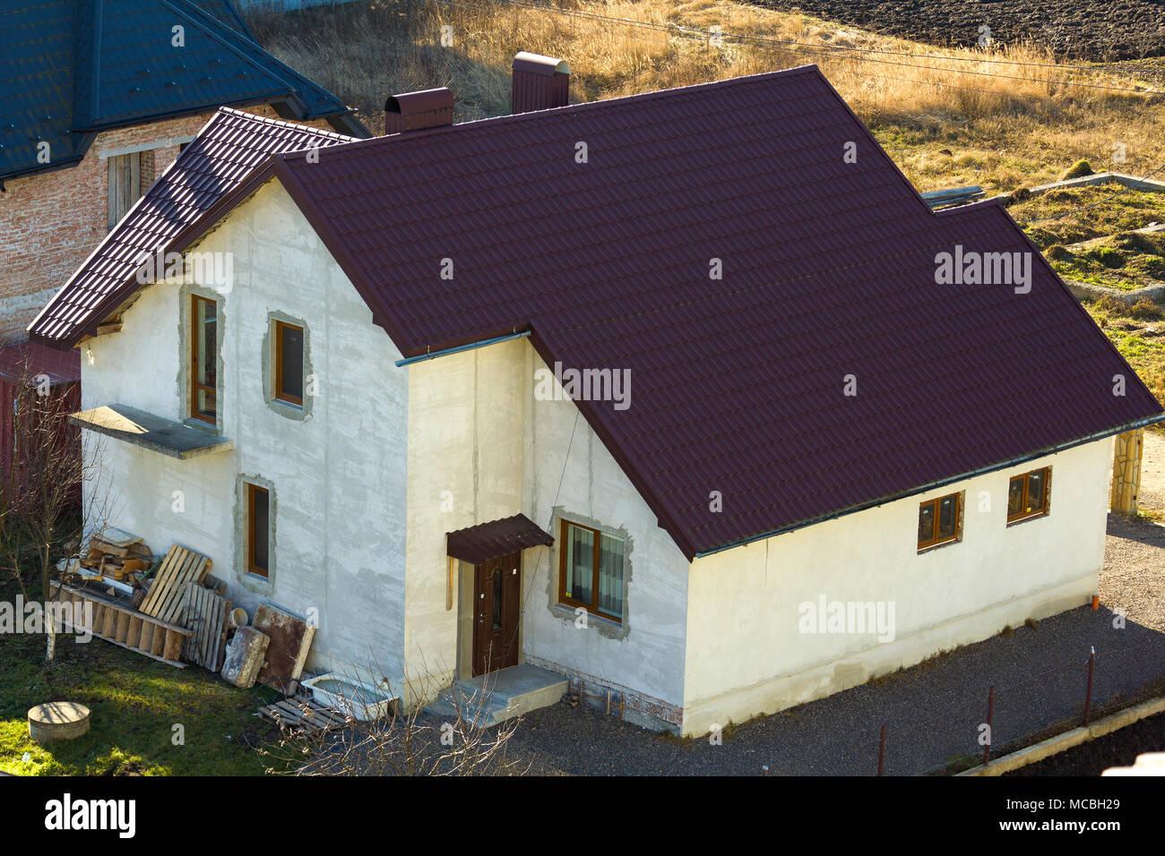 Nuovo di zecca spaziose intonacato di mattoni a due piani famiglia