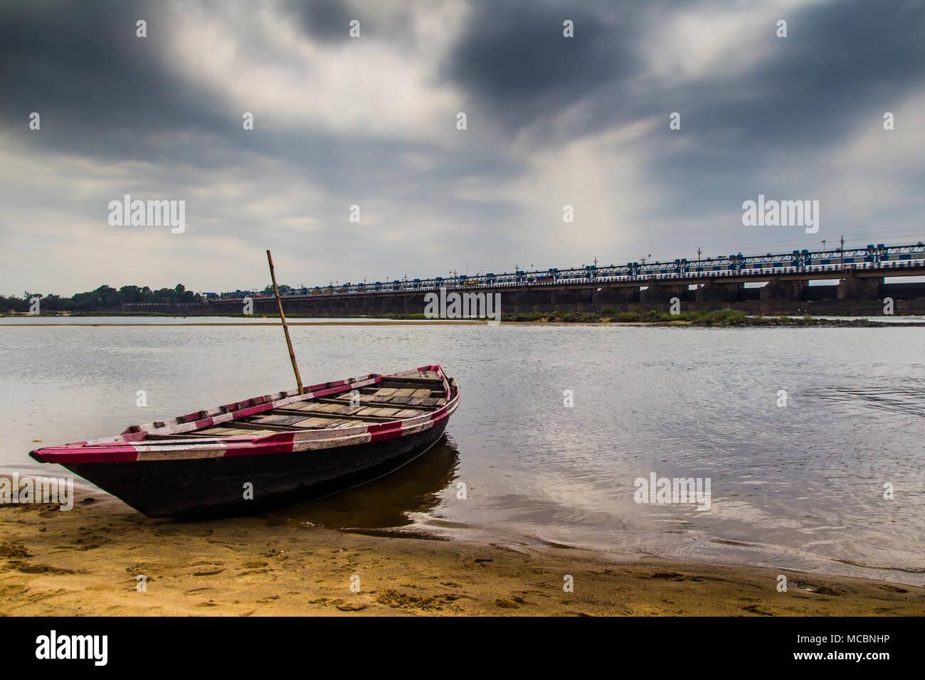 Angolo Del Letto : Hdr paesaggio di un cinghiale legata allangolo del letto del fiume